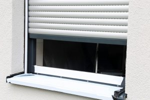 Okno z roletą